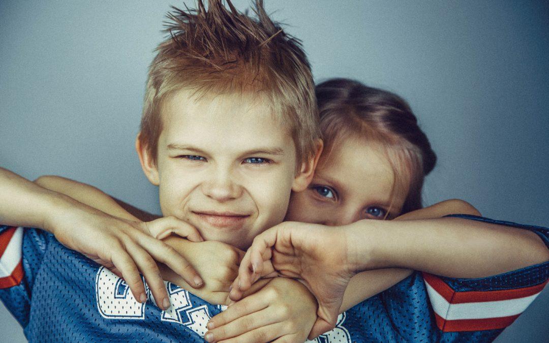 Hilfe, meine Kinder streiten! Wie du ab sofort Geschwisterstreit genießen wirst