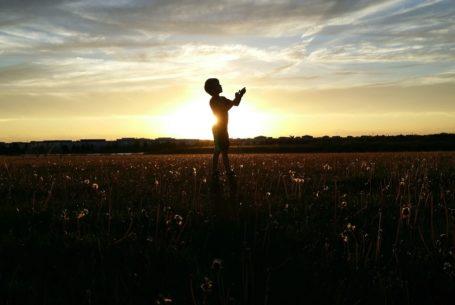 17 Wege, deinem Kind sofort deine Liebe zu zeigen – und warum Erziehung sich nicht nach Liebe anfühlt
