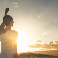 Eine Frau freundet sich mit ihrer Wut an. Auch für Eltern gilt: Wut ist gut.