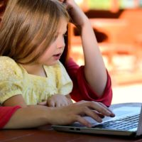 Gegen die Angst: Warum Bildschirme Kinder nicht blöd machen